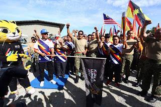 SEA Games torch crosses Batang Sadong Bridge with 350 soldiers