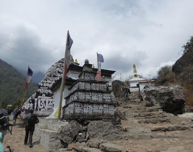 rocce con le preghiere a Chhuthawa