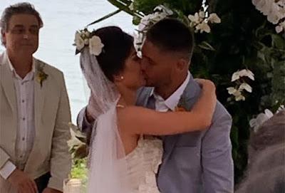 Momento de romance entre Daniel e Laíse.