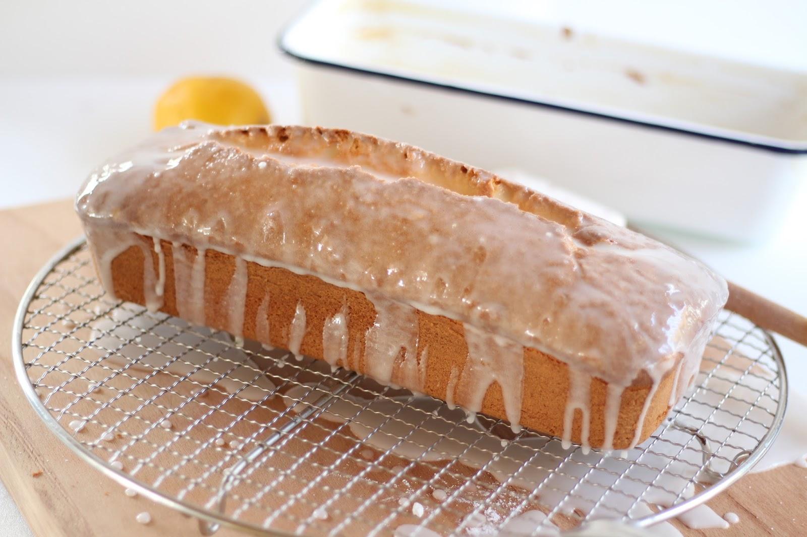 Saftiger Zitronenkuchen - einfaches, schnelles Rezept mit Video
