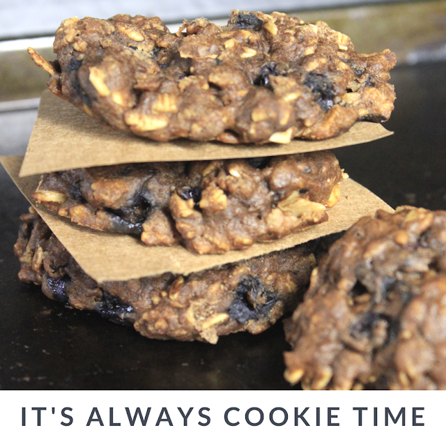 Fill your cookie jar with healthy breakfast cookies made with blueberries and bananas. #fillthecookiejar