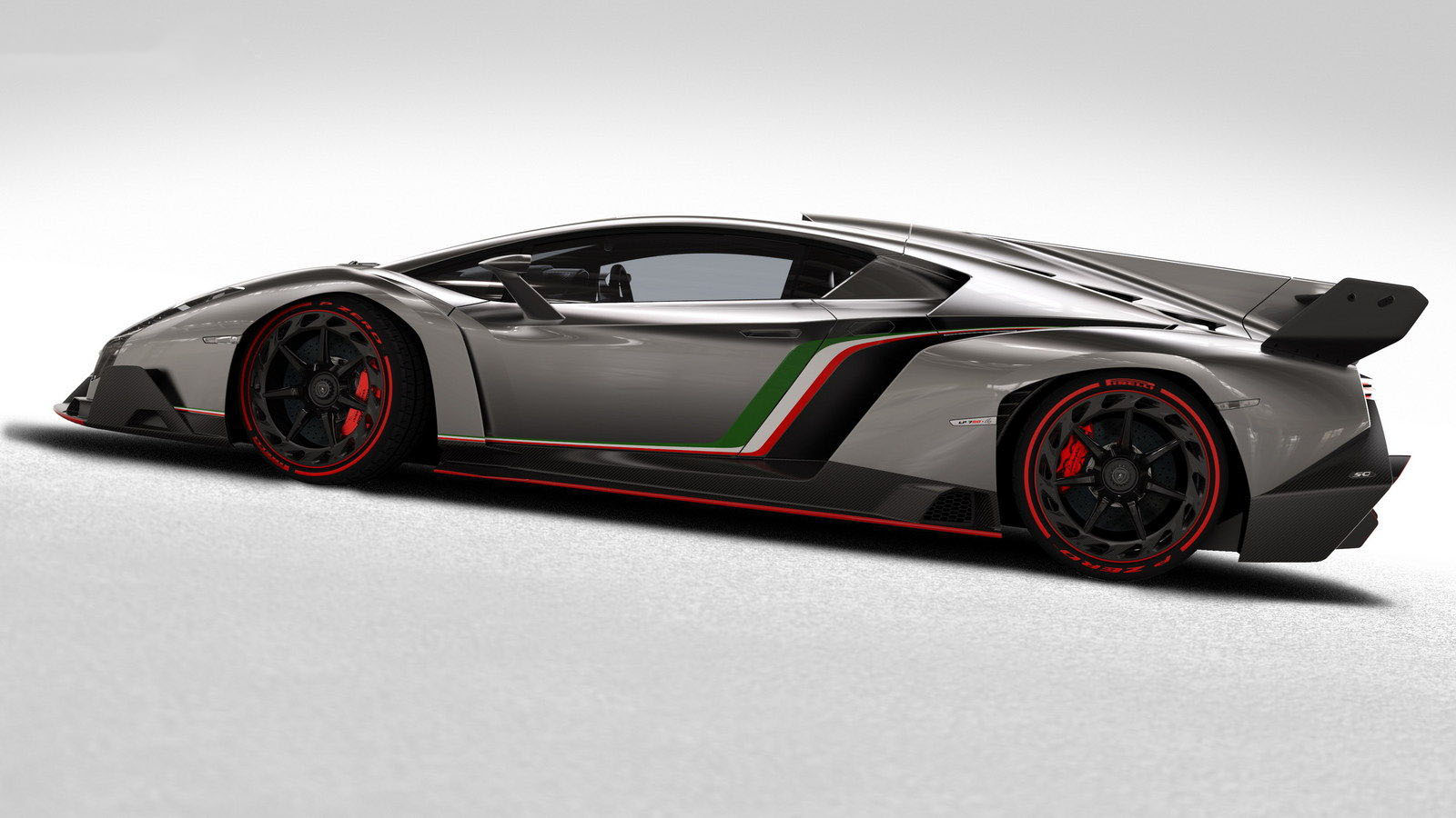 car on Lamborghini Veneno 2013