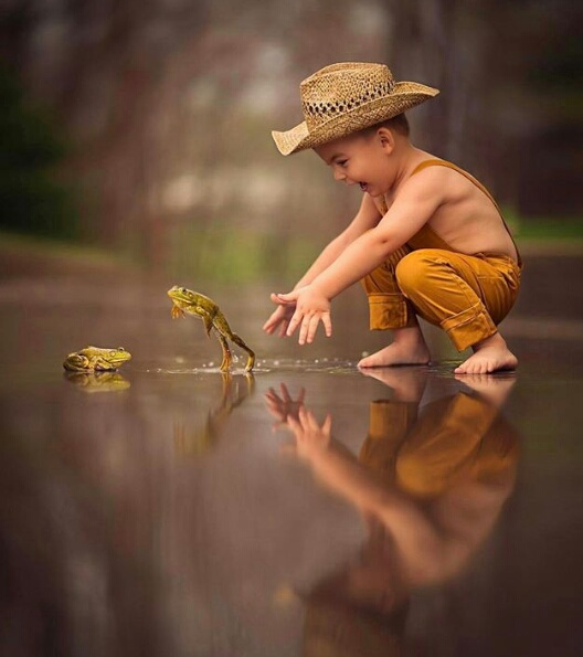 Có nên dạy cho bé hay để bé tự khám phá phát triển?