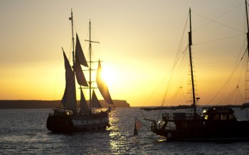Wallpaper: Sailing ships at sunset