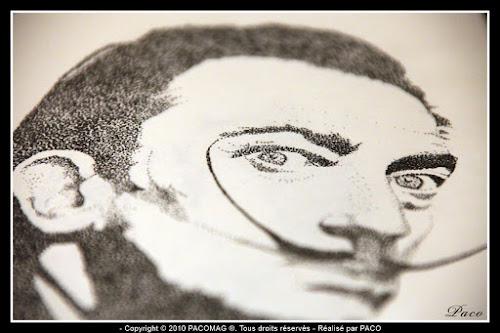 vue détaillé bouche moustache sur le dessins de Salvador Dali en pointillisme, par Paco illustrateur Graphiste
