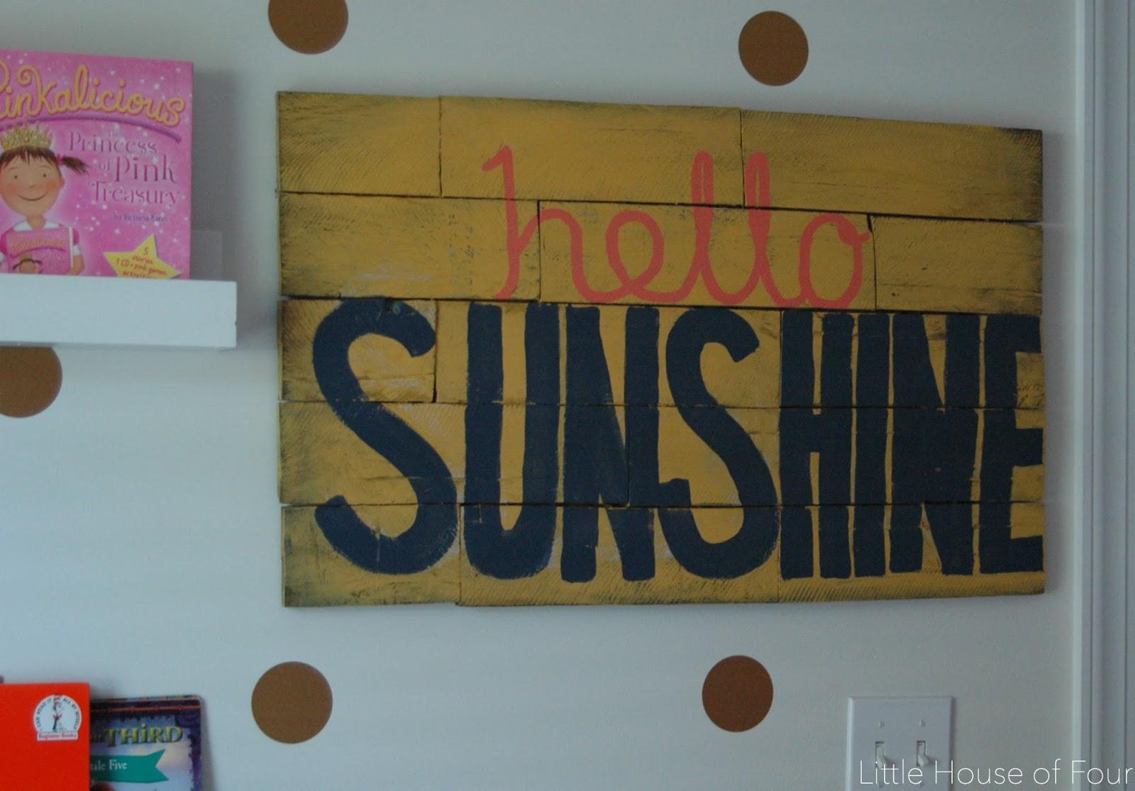 "DIY ""hello sunshine"" pallet sign"