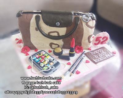 Kue Tart Bentuk Tas Untuk Istri dan Ibu