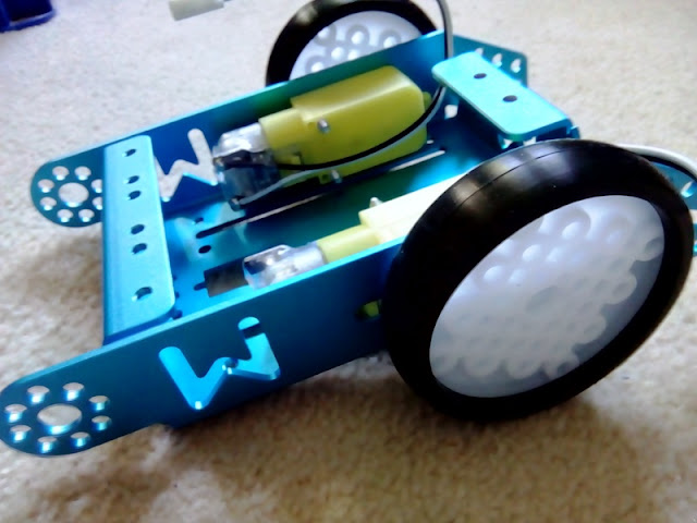 MakeBlock mBot Wireless Robot Car Kit: Assembly - Part 1 ...