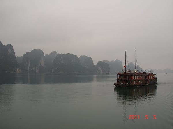 Barco por la Bahia de Halong - Vietnam