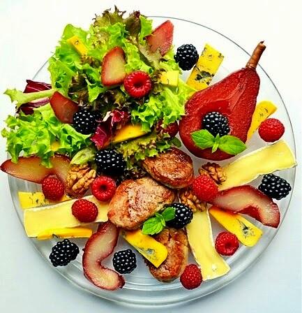 salatka z gruszka, gruszka w winie, gruszka, jerzyny, maliny, jesienna salatka,