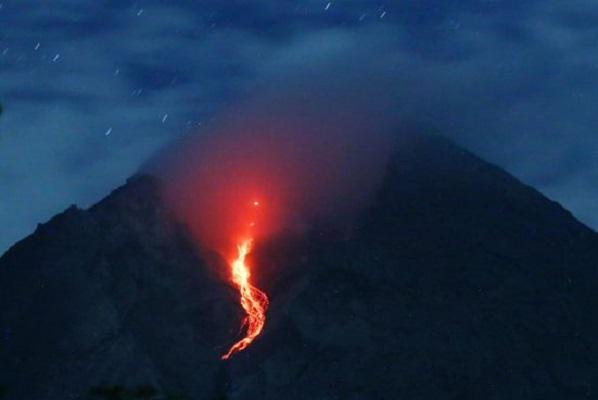 Gunung Merapi 3 Kali Keluarkan Awan Panas