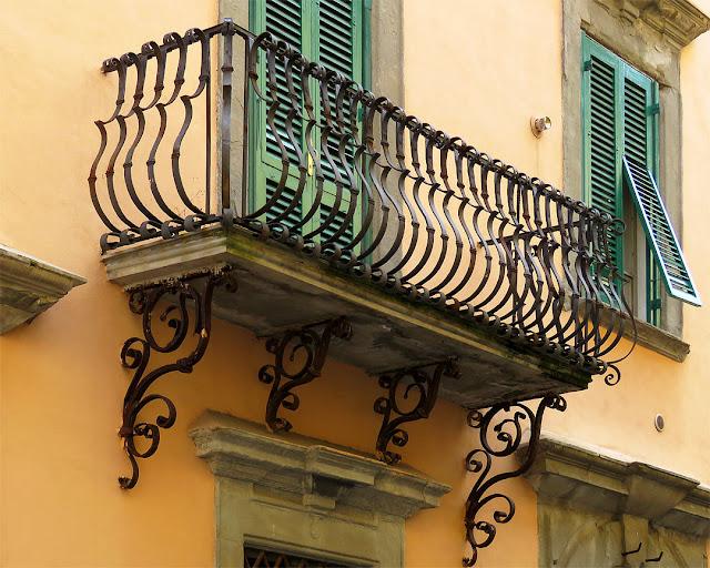 Terrazzo, via della Madonna, Livorno