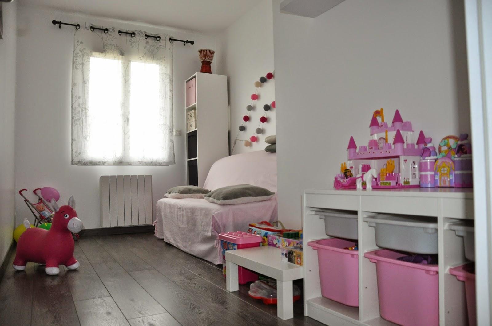 la construction de lac salle de jeux chambre d 39 appoint. Black Bedroom Furniture Sets. Home Design Ideas