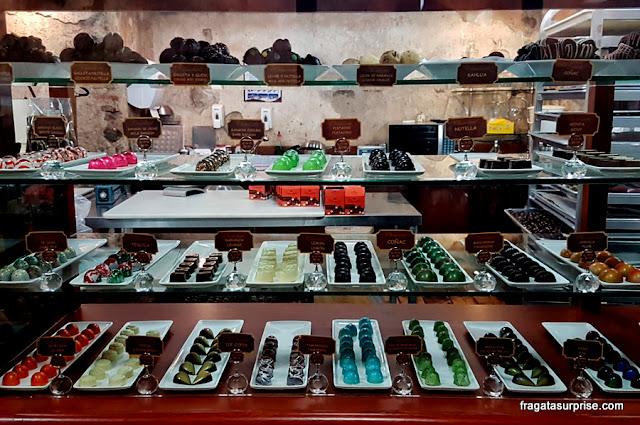 Vitrine da fábrica de chocolates finos Chocolarti, Antigua, Guatemala