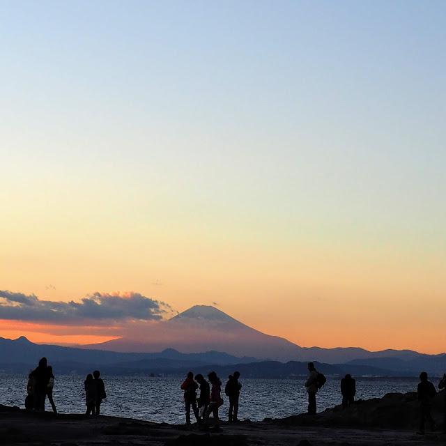 江ノ島稚児ヶ淵からの富士山