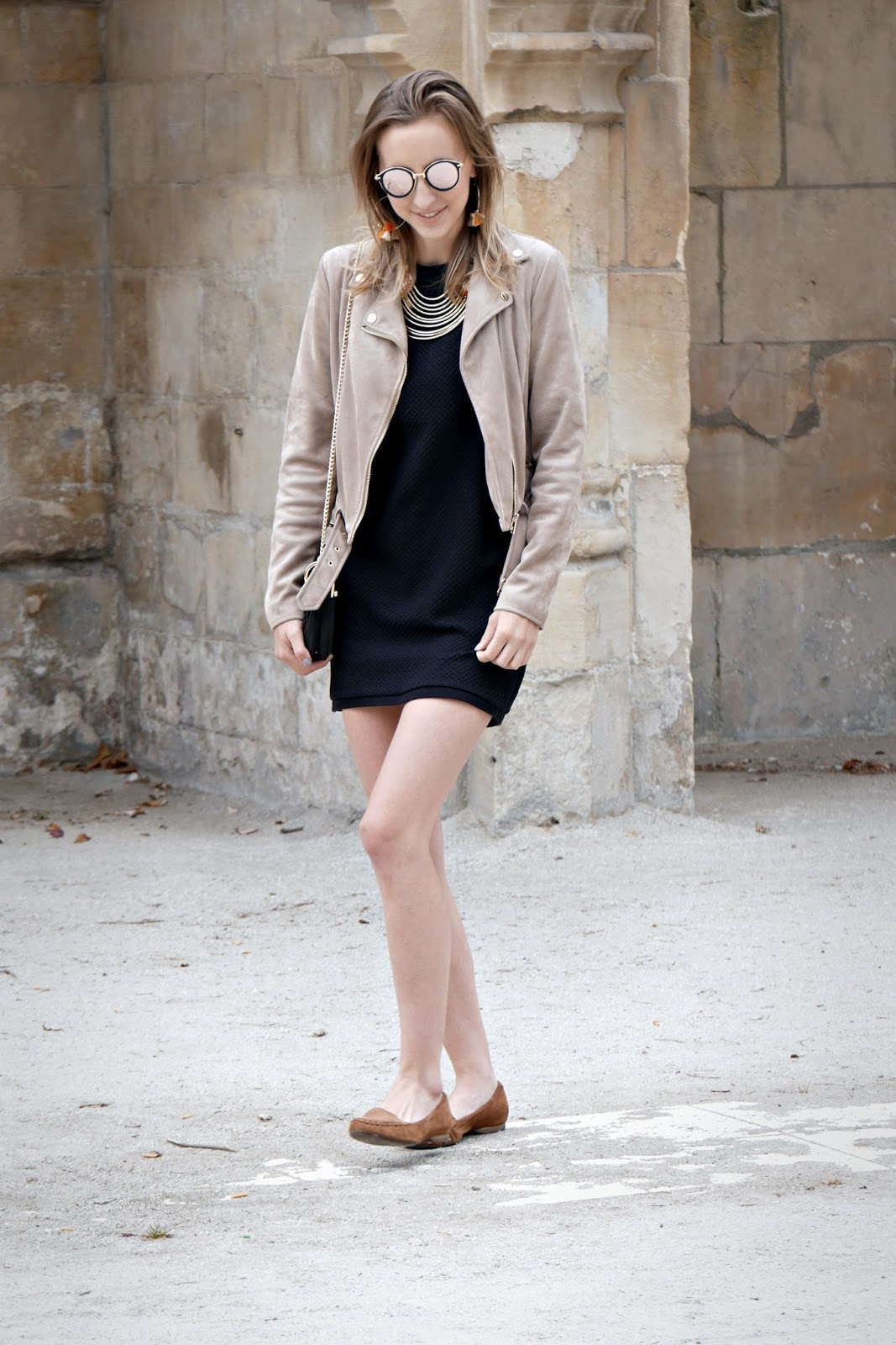 robe noire manche courte - perfecto suédine beige