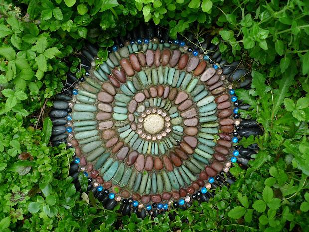 Jeffrey Bale' World Of Gardens Building Pebble Mosaic Stepping Stone
