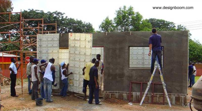 Material plástico empleado en una construcción de casa económica