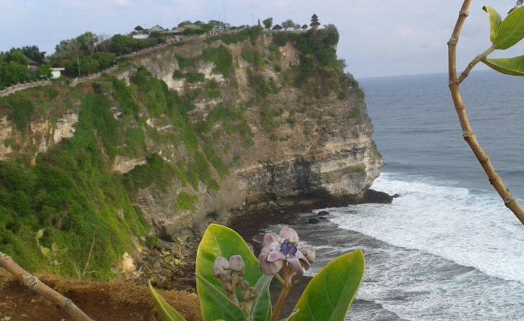Uluwatu Bali cliff temple - Pecatu, Bali, Uluwatu, Jimbaran, Beach, Ungasan, Temple, Hindu, Cliff, Monkey forest, Sunset, Kecak fire dance, Seafood, Restaurant, Bali, cultural park, Garuda Wisnu Kencana, GWK, Monument, Statue, Holidays, Tours, Attractions