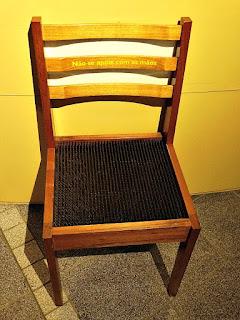 Cadeira de Pregos(Museu de Ciência e Tecnologia da PUCRS)