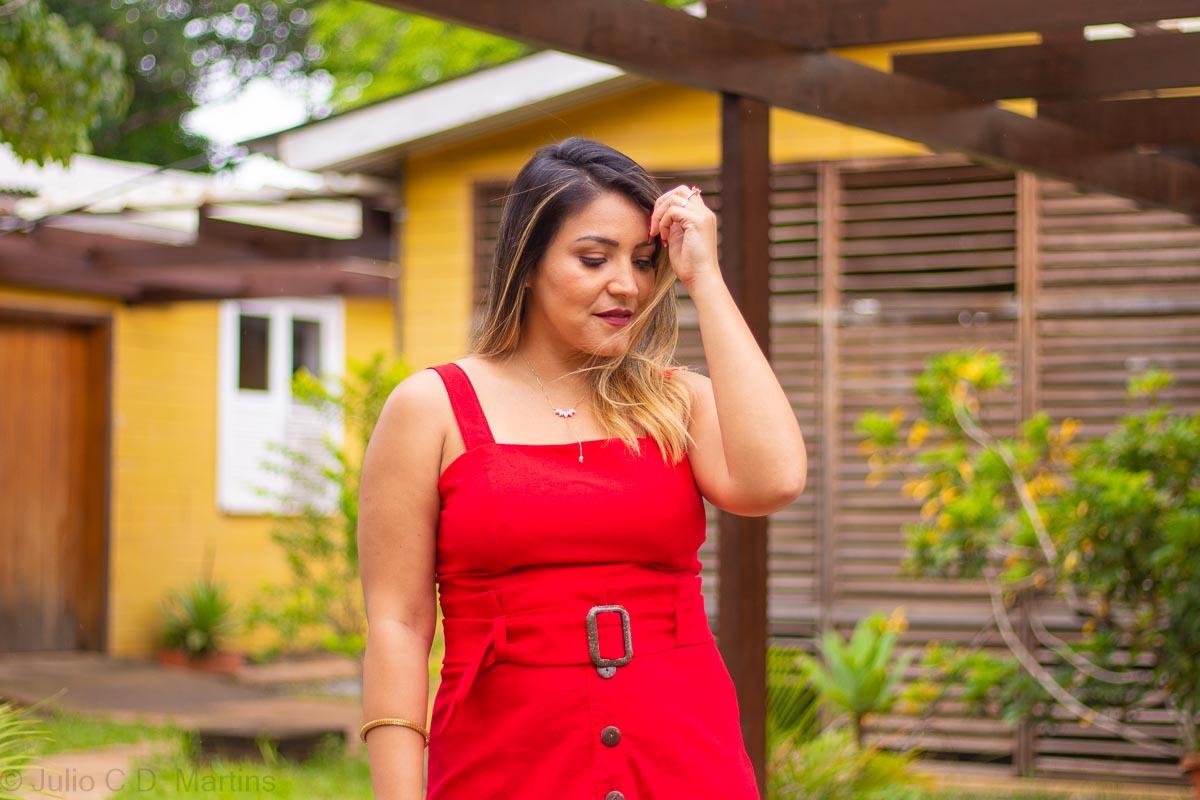Um cropped vermelho e uma saia midi: parece vestido mas não é!