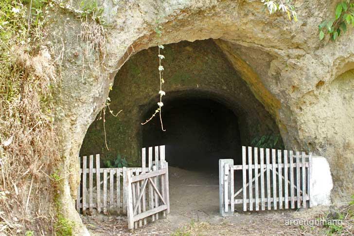 gua jepang kawangkoan minahasa sulawesi utara