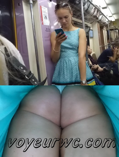 Upskirts 3585-3604 (Secretly taking an upskirt video of beautiful women on escalator)