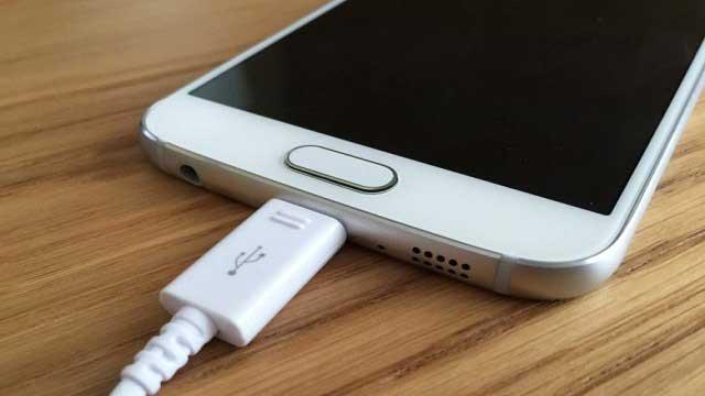 إنفجار الهواتف الذكية بسبب الشواحن المزيفة, إليك كيفية التعرف عليها
