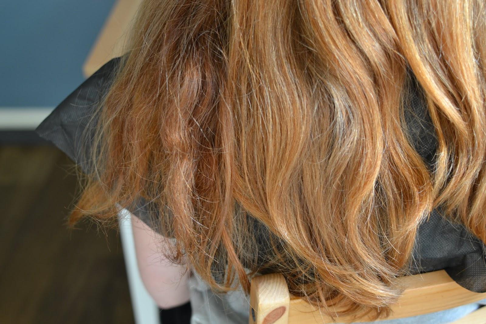 suche falowane włosy