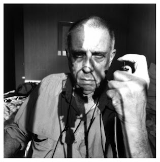 Lee Friedlander-Self Portrait (sursa: dodho.com)
