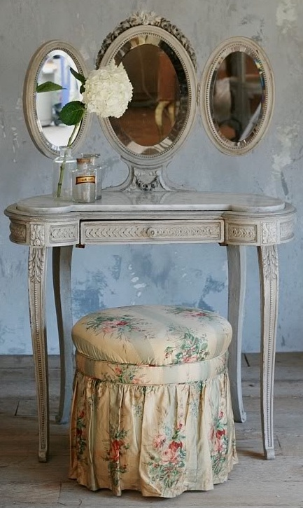 Lady Anne S Cottage Charming Vanities