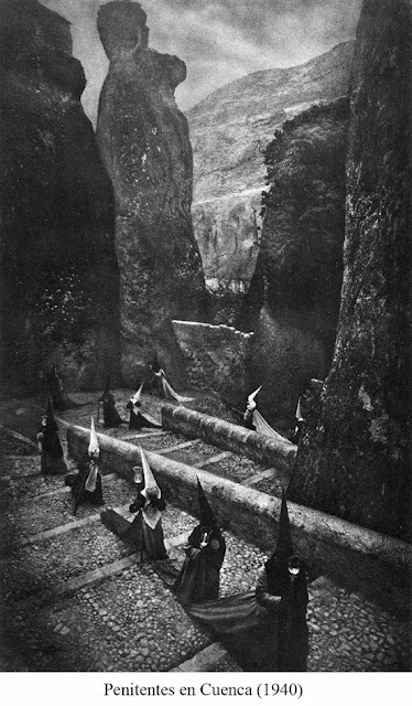LA IMAGEN DEL DIA: Penitentes en Cuenca by José Ortiz Echagüe 3