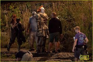 It: Capitolo 2, Pennywise in azione nelle nuove foto dal set