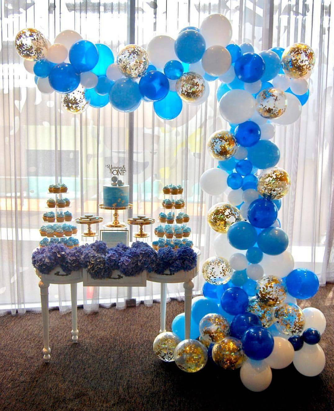 101 fiestas ideas para un bautizo y primer a o econ mico for Decoracion simple con globos