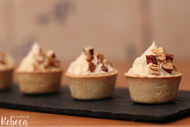 Tartaletas de crema de queso, membrillo y nueces