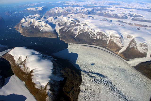 Lasting impressions: Ice Age echoes affect present-day sea level