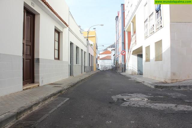 El Ayuntamiento de Santa Cruz de La Palma procede este lunes al asfaltado de las calles Huertas, Garome y Las Angustias