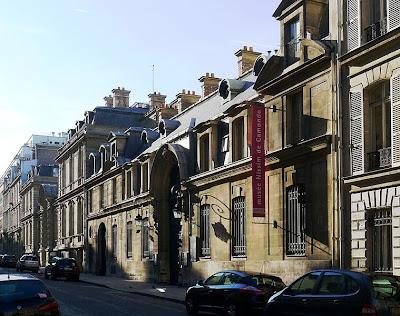Is Located In Paris Cimitière Père Lachaise