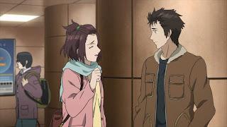 Screen z anime Kiseijuu - Shinichi bez okularów oraz uśmiechnięta Satomi Murano