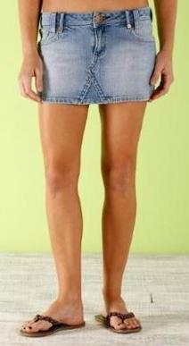Foto de falda corta jean color celeste