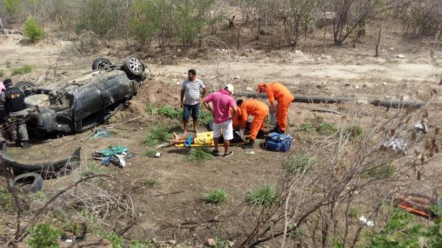 Acidente na AL-220 em Delmiro Gouveia, deixa duas pessoas feridas