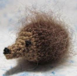 http://byhookbyhand.blogspot.com.es/2013/06/merlin-hedgehog.html