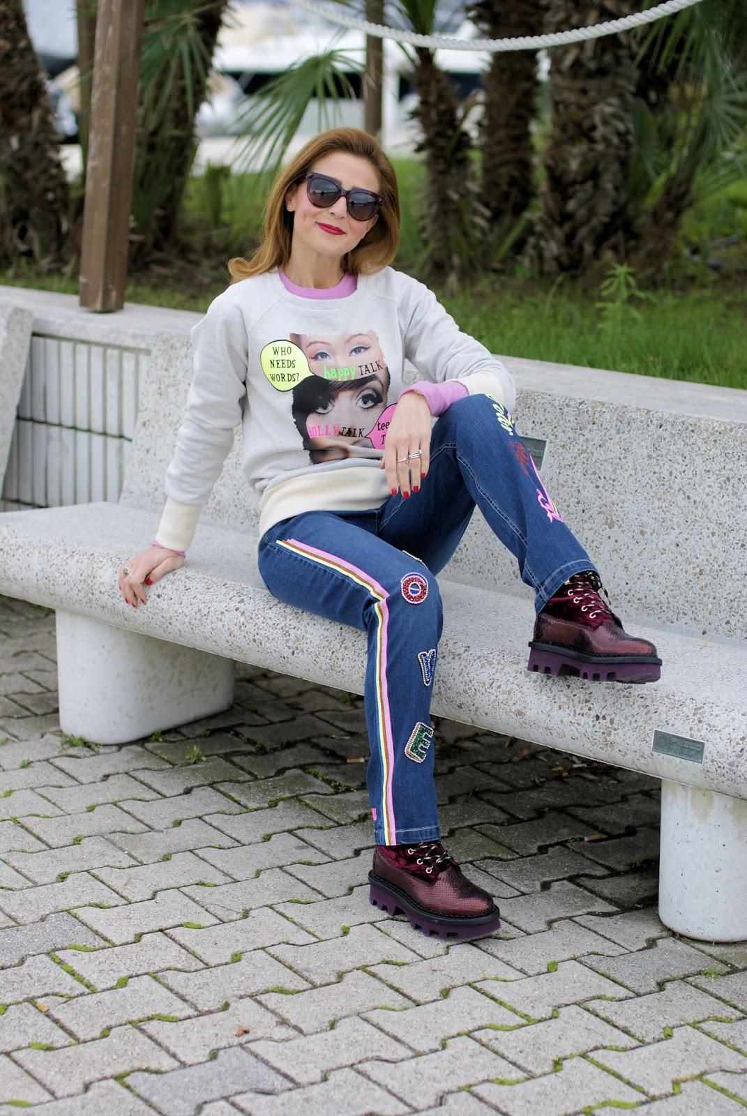 felpa e jeans vintage con applicazioni Teetopia su Fashion and Cookies fashion blog, fashion blogger style