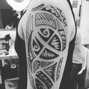 tatuaje tribal tradicional