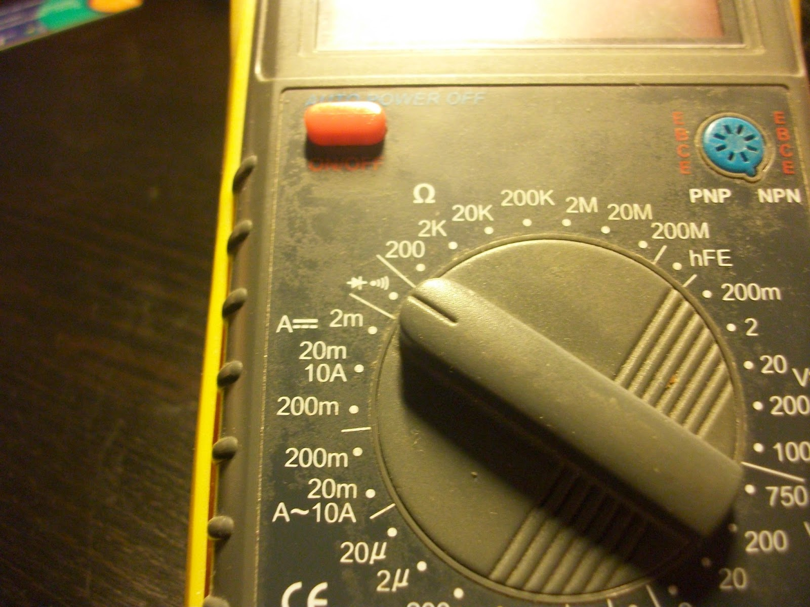 Temporizador Ne555 Practicas De Electrnica 555 Descarga Calculador Frecuencia El Comprobador Diodos Funciona Manera Que Proporciona Una Tensin Continua Alimentacin Para Poder As Comprobar Funcionamiento Del Mismo