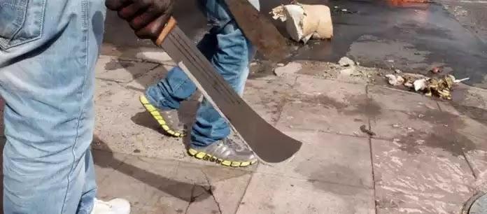 Ν. Αφρική: Σοκάρει κανίβαλος που παραδόθηκε μόνος του στην αστυνομία: «Έχω κουραστεί να τρώω ανθρώπους!» (βίντεο)
