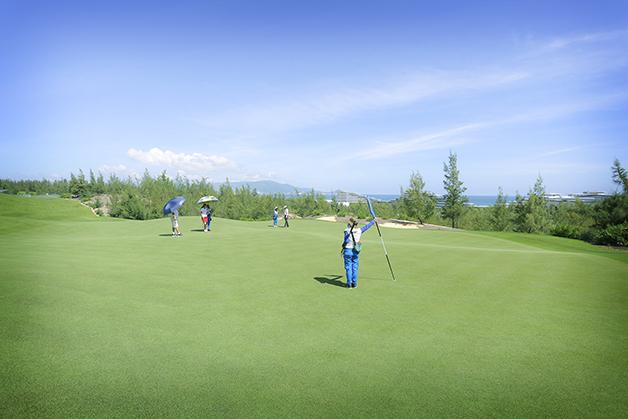 Sân Golf xanh mát