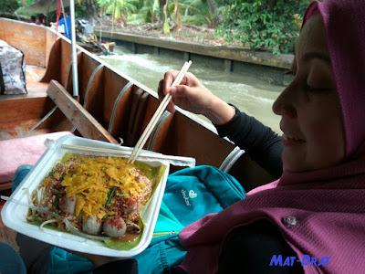 Halal Food Bangkok Damnoen Floating Market
