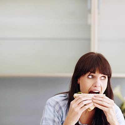 Ini yang Bikin Gemuk, Bedakan antara Lapar Emosi dan Lapar Fisik!