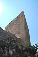 Torre-triangular-castillo-de-la-mola-novelda